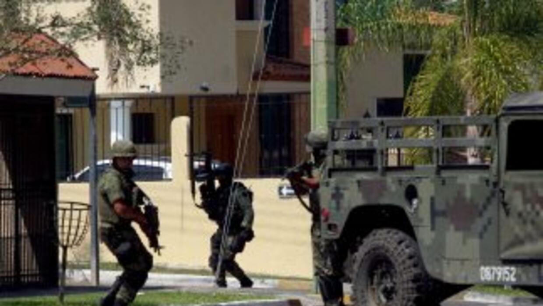 Autoridades mexicanas ubicaron en Jalisco tres osamentas y un cadáver en...