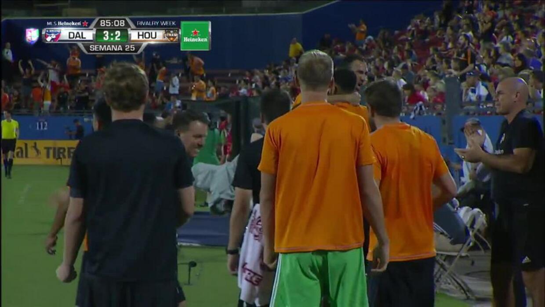 Goooolll!! Erick Torres mete el balón y marca para Houston Dynamo