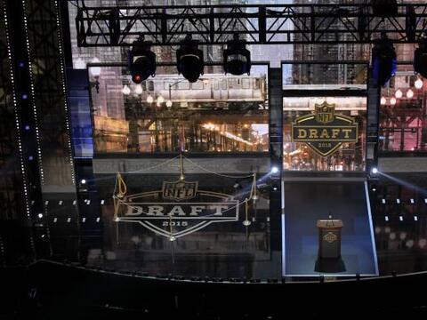 La 'Ciudad de los Vientos' vive el Draft 2015 de la NFL. Jugadores, afic...