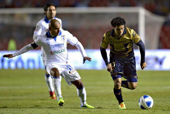 Martín Bravo intentó ser peligroso y volver a ser el hombre gol de Pumas...