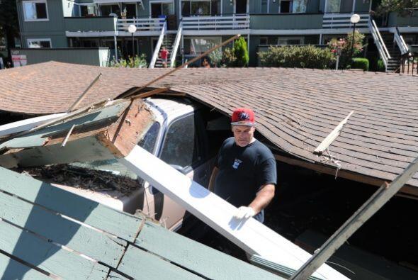 Varios edificios sufrieron daños estructurales.