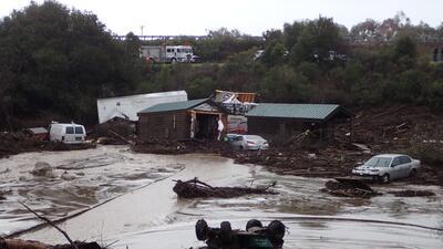 En fotos: Campamento vacacional inundado de lodo en Santa Barbara