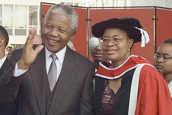 18 de julio de 1998: El día de su 80 cumpleaños, Mandela se casa con Gra...