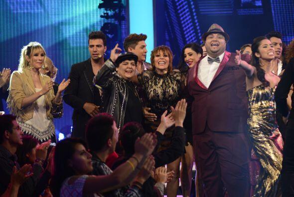 El baile se armó otra vez en el escenario.