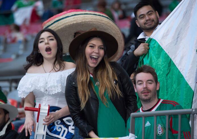 Las guapas fanáticas se hicieron presentes en Vancouver para disfrutar e...