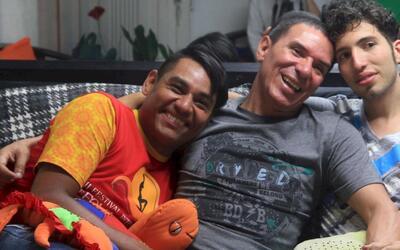 En video: Así es el primer matrimonio entre tres hombres en Colombia