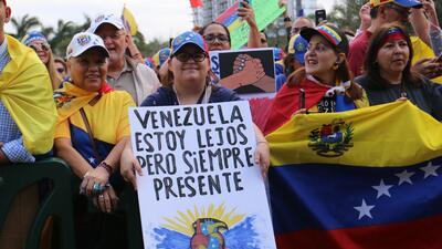 En fotos: venezolanos en Miami apoyan a Juan Guaidó como presidente interino de su país