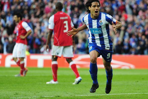 Falcao, líder de goleo del torneo, conseguía su tanto número 17.