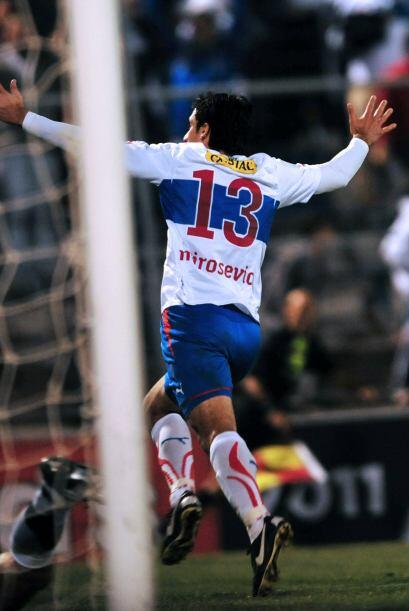 Con gol del veterano volante Milovan Mirosevic a los 87 minutos, los chi...