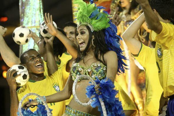 La magia del carnaval se plasma como siempre en los desfiles más fastuos...