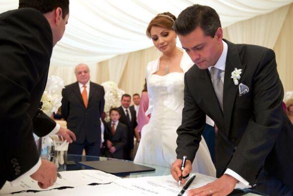 El gobernador del Estado de México, Enrique Peña Nieto, se casó el pasad...