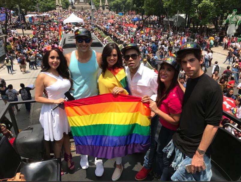 Emir Pabon en marcha gay