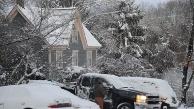 La primera tormenta invernal del 2014, ocasionó la cancelación de miles...