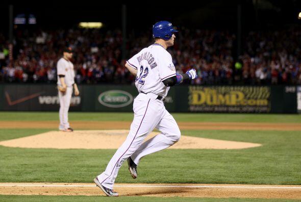 La estrella texana Josh Hamilton, MVP del campeonato de la Liga American...