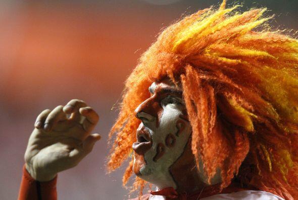 Hincha del Internacional campeón de la Recopa, peluca al viento, festejo...