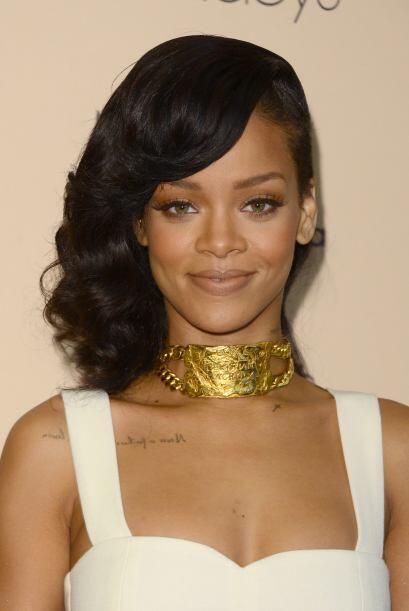 Rihanna es una fanática de las cadenas grandes, brillantes y pegaditas....