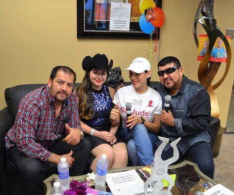 ¡Sergio, Lupito y Jennifer del Grupo Control,  estuvieron apoyando...