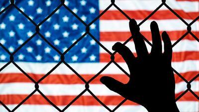 Los derechos y opciones que tiene un padre deportado para pelear por la custodia de sus hijos