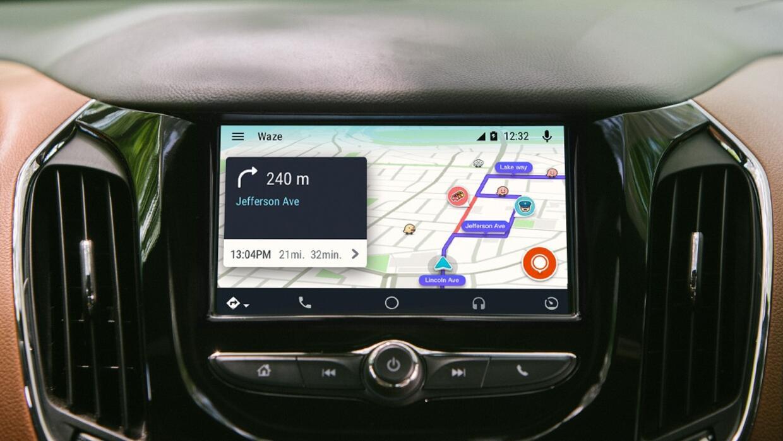 En Android Auto puedes utilizar Waze, algo que Apple CarPlay no permite.