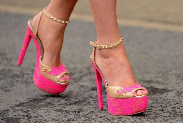 En sandalias, con aplicaciones en pedrería o tejidos, seguir&aacu...