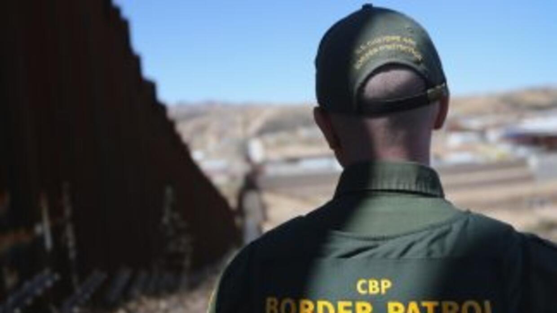 Un reporte señala que los inmigrantes son despojados de sus pertenencias...