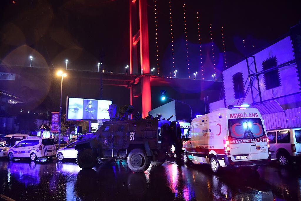 Más de 20,000 agentes de policía patrullaban las calles de Estambul para...