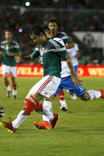 4.- Varias opción es en defensa.- Héctor Moreno es el titu...