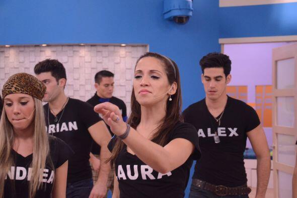 Laura demostró que tiene talento para cantar. Ella es la primera voz fem...