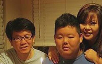 Familia recibe indemnización por la muerte de su hijo, olvidado en un au...