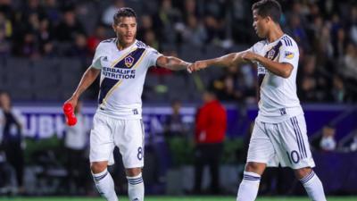 """""""No escucharemos ofertas por ellos"""", dijo presidente del LA Galaxy ante rumores de salida de los Dos Santos"""
