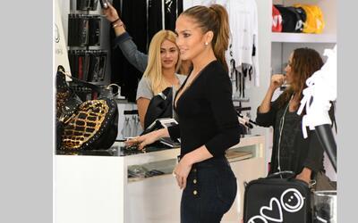 Jennifer López intentó realizar unas compras, como cualquier ciudadana,...