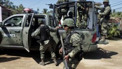 Elementos del Ejército mexicano siguen combatiendo a los cárteles mexica...