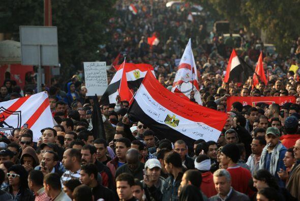 Los hinchas del equipo de fútbol egipcio Al Ahli salieron en mult...