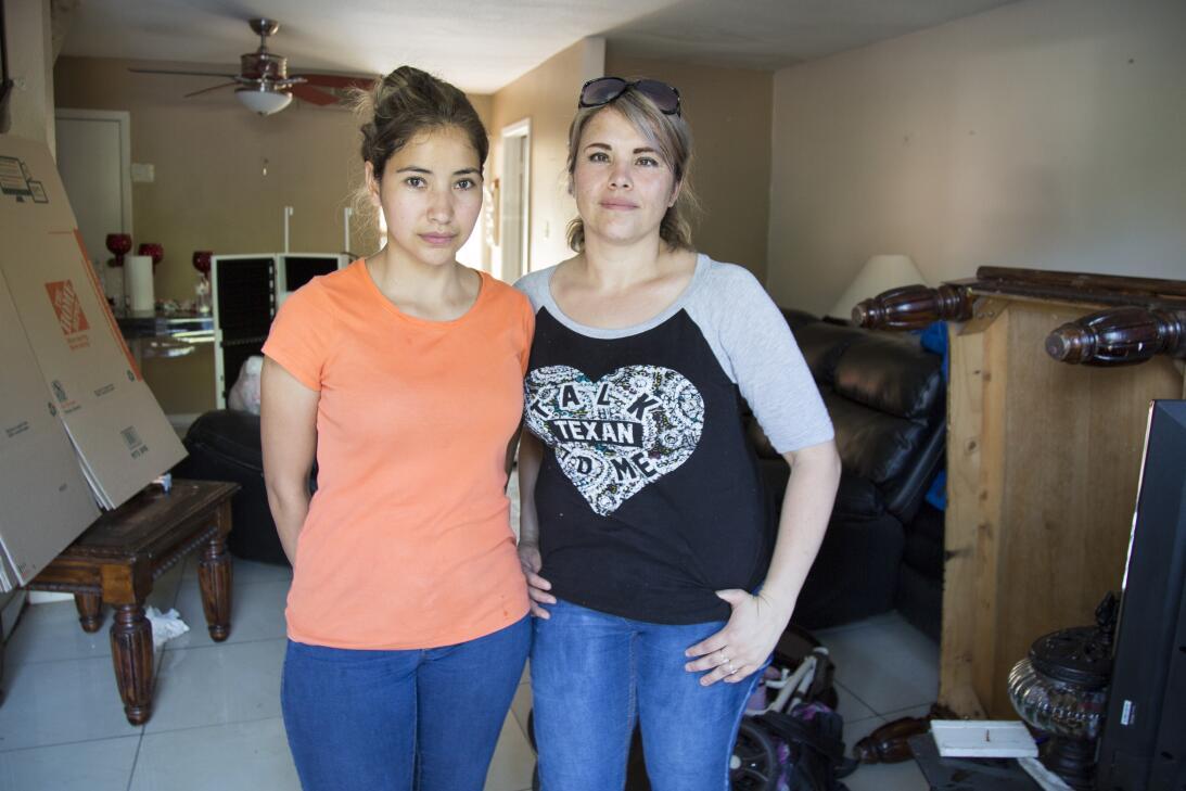 Las hermanas Liz y Verónica Castro son vecinas. Regresaron a sus apartam...
