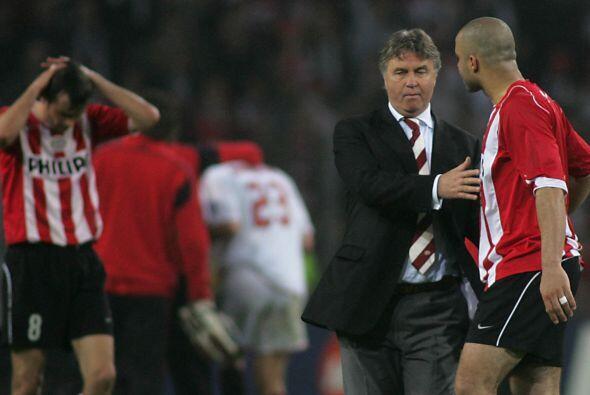 El estratega holandés es el único que ha dirigido club y Selección en do...
