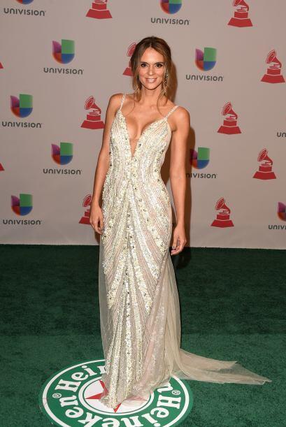 Karen Martínez, la esposa de Juanes se vio como un ángel con ese vestido...