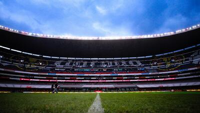 La cancha del Azteca continúa sufriendo