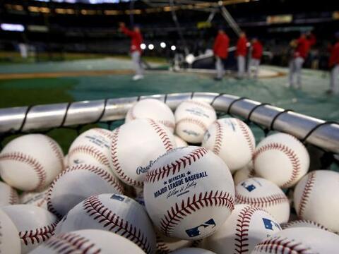 Cliff Lee es imparable ante los Yankees en postemporada y adelant&oacute...