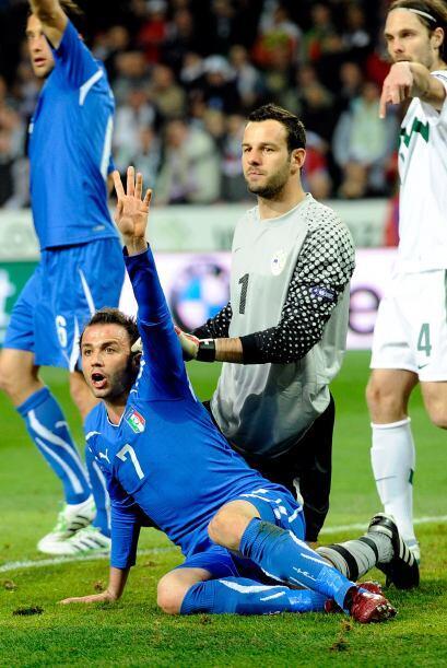 Ver a un delantero pedir un penalti es normal, lo raro es ver al portero...