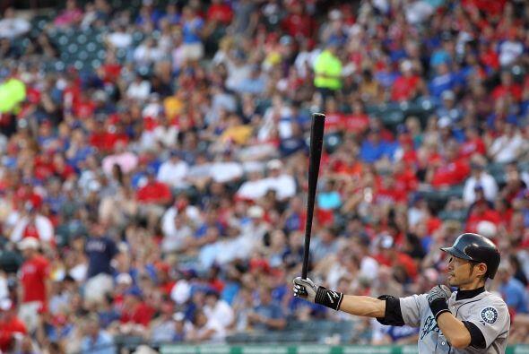Ichiro Suzuki se prepara ante la afición de los Rangers, que se mete dur...