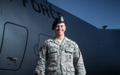El soldado transgénero Logan Ireland, quien públicamente h...