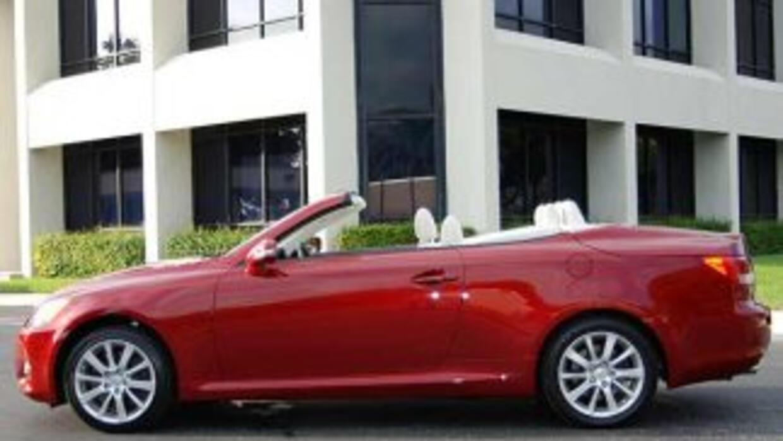 El precio base del Lexus IS 350, el más caro de la línea, es de $43,940.