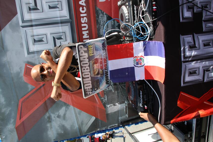 Celebra La X en el Desfile Dominicano en NJ IMG_1847.JPG