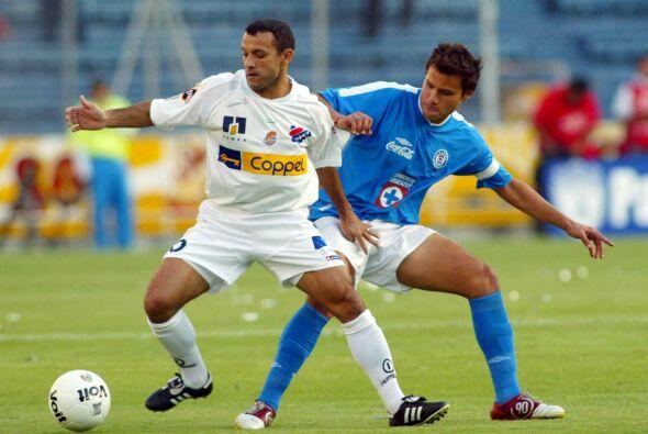 Aarón Galindo es otro de los futbolistas que han tenido la fortuna de ve...