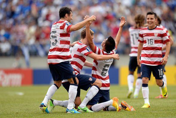 El méxico-americano Joe Corona marcó el segundo gol del encuentro al min...