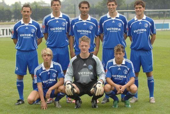 Mesut nació el 15 de octubre de 1988 en Gelsenkirchen, Alemania pero su...