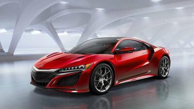 Tiene un V6 biturbo y tres motores eléctricos (uno adelante y dos atrás).