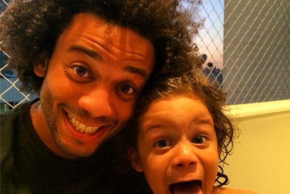 Marcelo compartió esta divertida fotografía con un pequeño miembro de su...