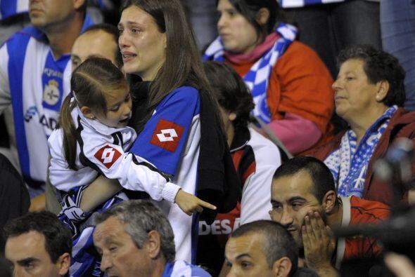 Grandes y pequeños enjugaban lágrimas de decepción.