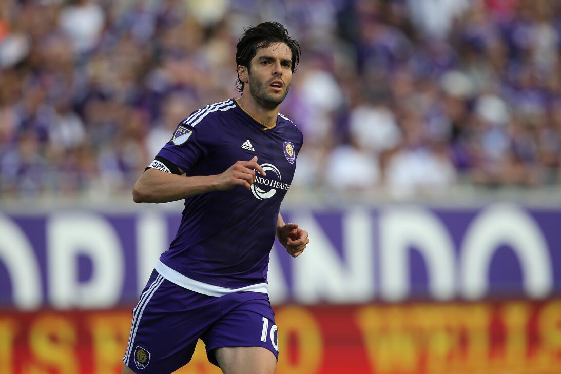 Kaká - en ese mismo partido, quien tuvo un deselnace diferente en su deb...